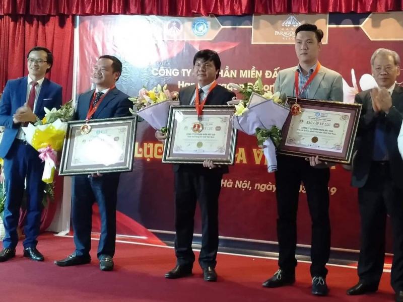 Trao kỷ lục Việt Nam cho khu du lịch vườn hồng tại Ba Vì